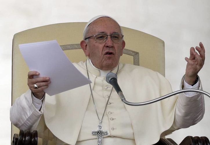 El papa Francisco pronuncia su mensaje durante la audiencia general semanal en la Plaza de San Pedro, Vaticano. (AP/Andrew Medichini)