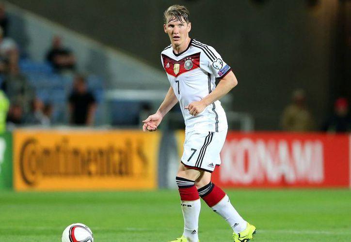 El futbolista germano Bastian Schweinsteiger se va de la Selección Alemana. Acumula 120 partidos internacionales. (independent.co.uk)