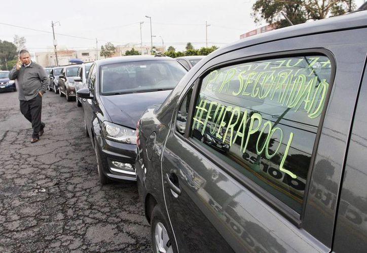 Elementos de tránsito frenaron la caravana de conductores que participaba en la protesta de Uber. (Milenio)