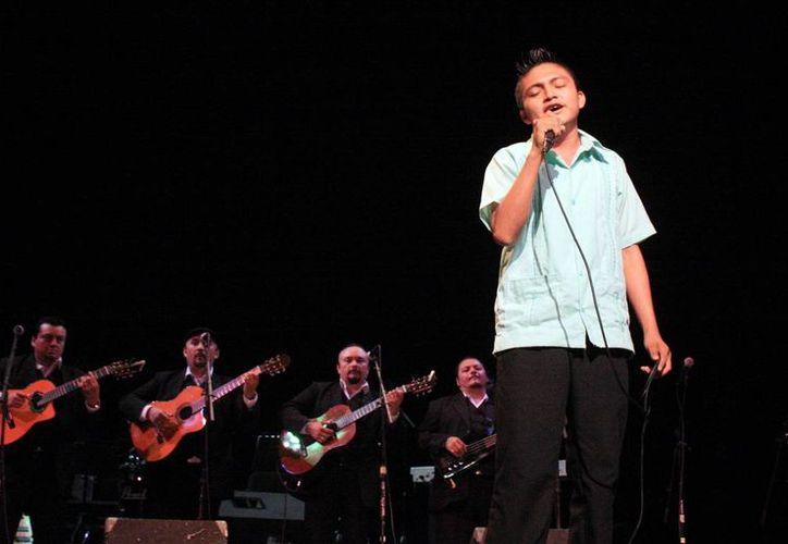 """Jóvenes participaron en el Concurso Estatal de Canto Popular y Trova Yucateca """"Nuevas Voces del Mayab"""". (Milenio Novedades)"""