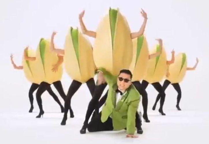 El cantante surcoreano Psy durante el comercial Wonderful Pistachios. (Foto: Internet)