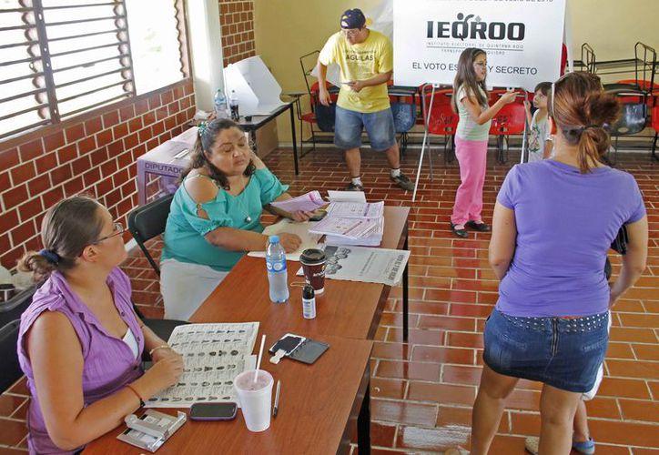 Los observadores electorales serán distribuidos para vigilar las casillas. (Jesús Tijerina/SIPSE)