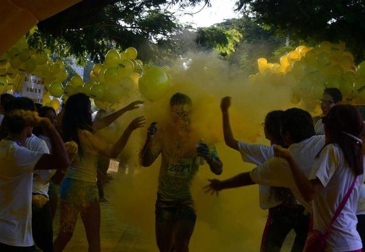 La nueva edición de la Carrera Recreativa Coloréate reunió a casi dos mil personas más que el año pasado. (Luis Pérez/Milenio Novedades)