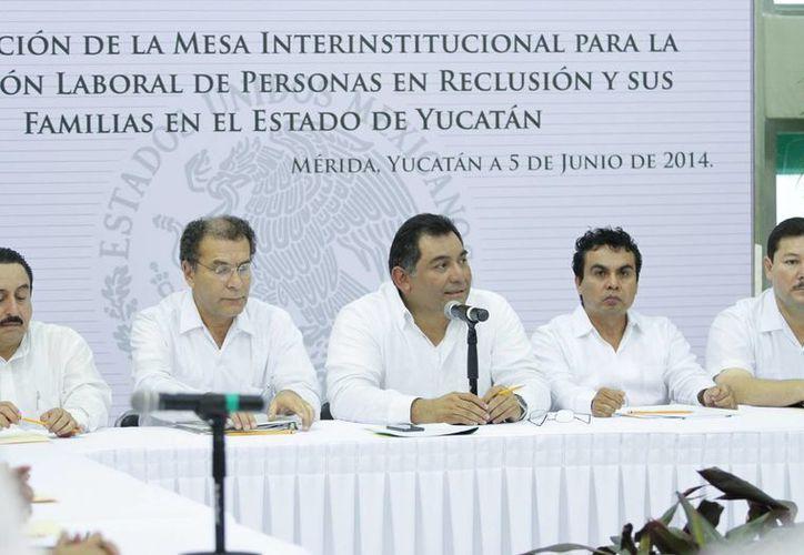 Aspecto de la reunión en la que se informó que los internos se capacitan en varios oficios y se preparan para su inclusión en la vida laboral y productiva de Yucatán. (SIPSE)