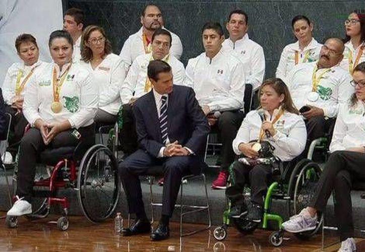 La delegación mexicana obtuvo 15 medallas: cuatro de oro, dos de plata y nueve de bronce.(Foto tomada de Twitter/@PresidenciaMX)