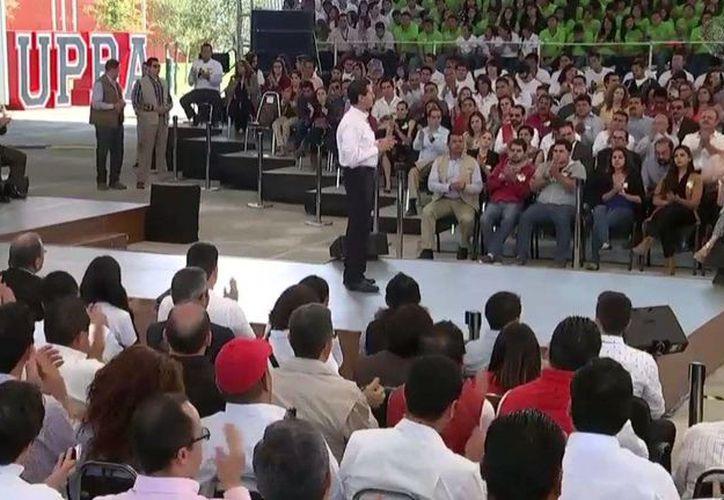 El Presidente de México durante la inauguración de tres universidades politécnicas en Coahuila, el lunes 10 de octubre de 2016. Enrique Peña Nieto dijo que actualmente 900 mil jóvenes realizan estudios tecnológicos en 173 planteles del país. (Foto: @PresidenciaMx)