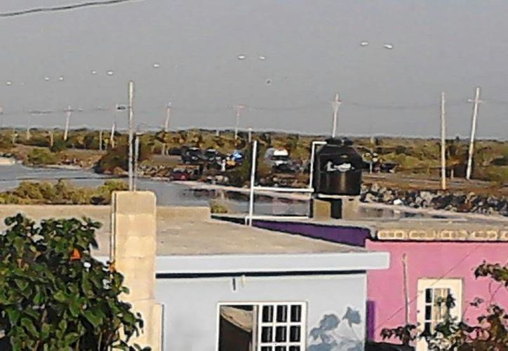 Imagen del accidente captada desde la azotea de una casa ubicada en el libramiento Progreso-Chicxulub Puerto. (SIPSE)