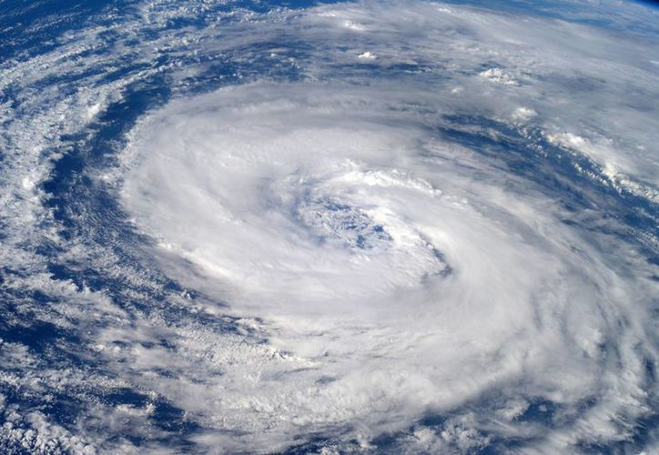 Los yucatecos han experimentado en años anteriores la llegada de huracanes y para este año no se espera grandes impactos. (Milenio Novedades)
