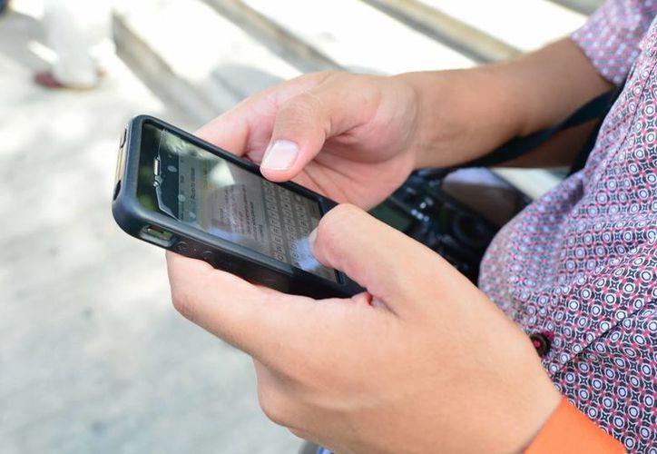 Los teléfonos móviles robados por lo general acaban revendidos en el mercado negro. (Archivo/SIPSE)
