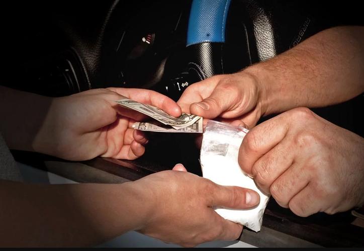 Un hombre no dudó en denunciar con la policía al sujeto que le vendió droga falsa. (Contexto)