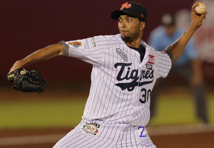 El lanzador de Tigres presentó una joya de pitcheo en siete entradas. (Archivo/SIPSE)