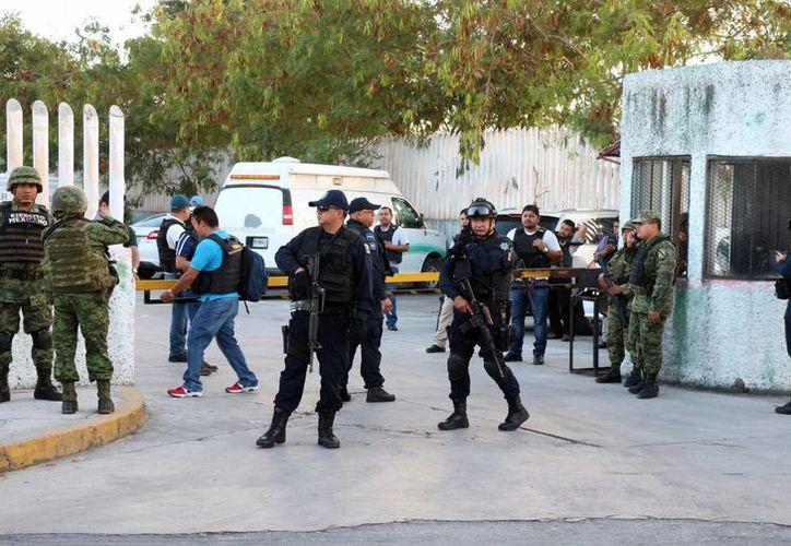 Ayer se implementó un operativo a las afueras de la Vicefiscalía. (Luis Soto/SIPSE)