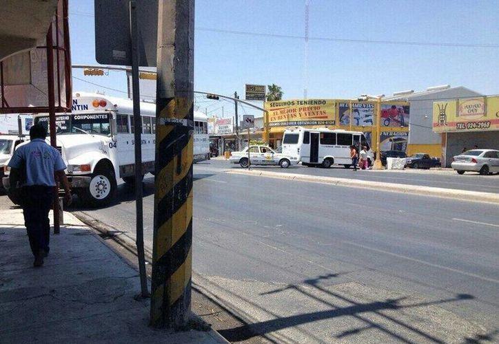 Al menos cinco importantes vialidades de Reynosa están obstruidas por varios vehículos. (Twitter.com/@nandalopp)