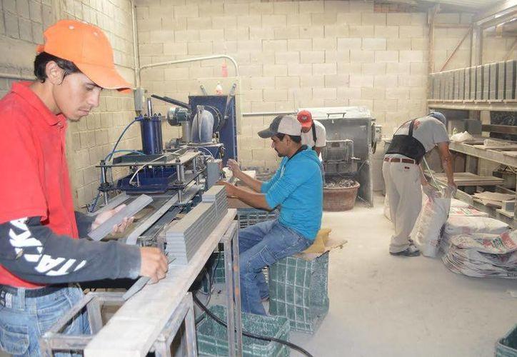 La industria manufacturera representa el 16 por ciento de toda la actividad del país. Imagen de contexto de una fábrica de cerámica en Dolores Hidalgo, Guanajuato. (Archivo/Notimex)