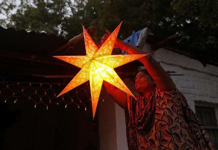 Solo un poco más del dos por ciento de los indios son cristianos, por eso la Navidad no es la fiesta principal en el país asiático. (Reuters)