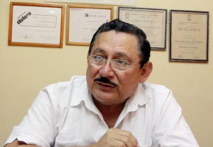 José Alpuche Canto, presidente de la Canacope en Mérida, en entrevista sobre las alzas. (Christian Ayala/SIPSE)