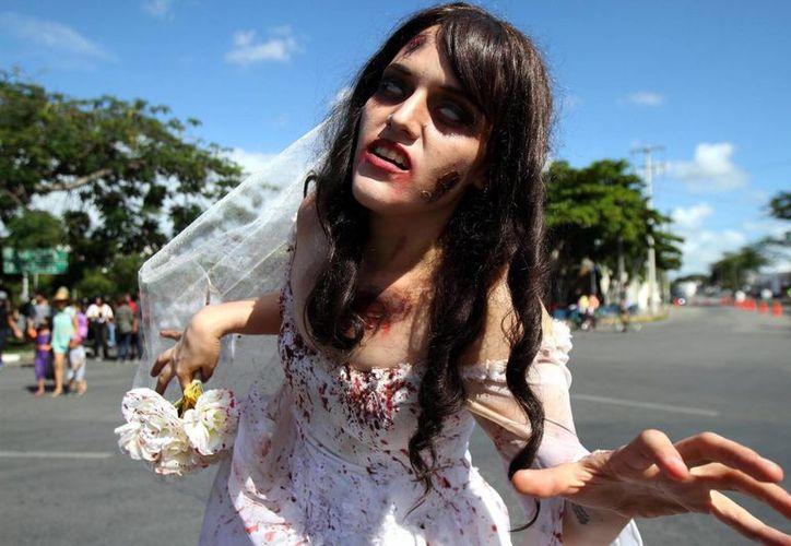 Este domingo se realizó la VI marcha zombi que recorrió todo el Paseo de Montejo, esto dentro de las actividades del Festival de Cine Fantástico y de Terror 'Mórbido Mérida 2015'. (Notimex)