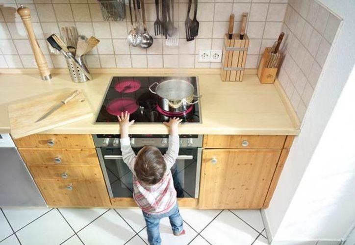 En la cocina está el peligro de sufrir quemaduras por alimentos o utensilios calientes. (Internet)