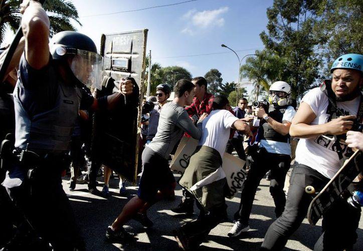 El origen de las protestas es el desequlibrio entre los bajos salarios y el derroche económico mundialista. (Foto: AP)