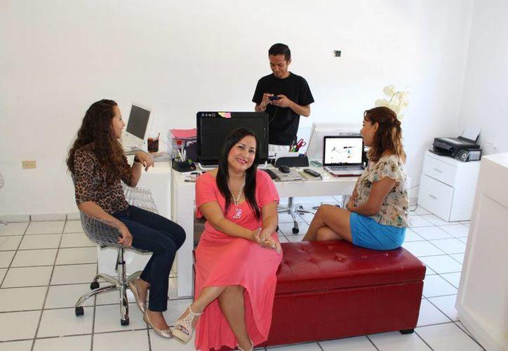 Luz María Lugo Berdeja dirige desde hace cuatro años su propia empresa de marketing.  (Adrián Barreto/SIPSE)