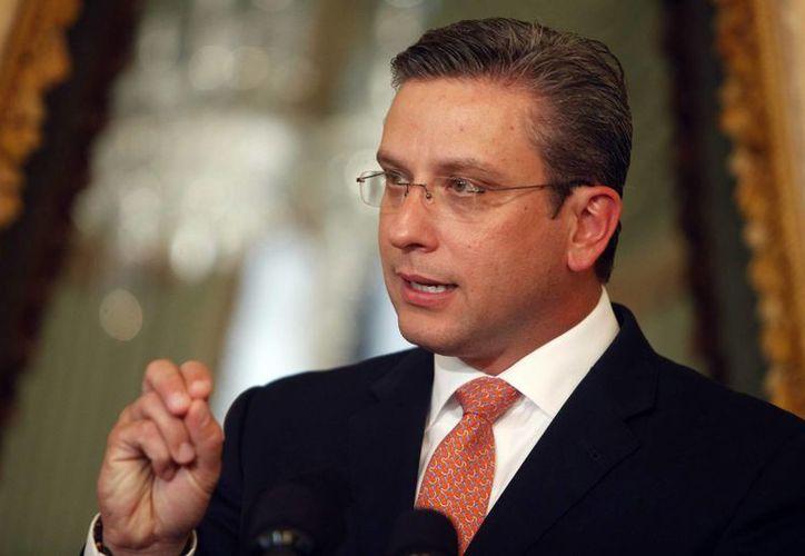 El gobernador de Puerto Rico, Alejandro García Padilla, firmó este domingo una orden ejecutiva que autoriza el uso de la marihuana medicinal en todo el territorio. (centrotampa.com)