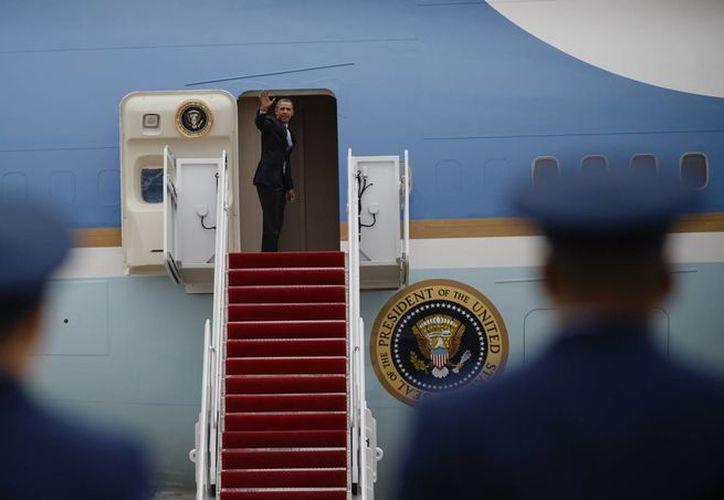 Barack Obama dejó la Base de la Fuerza Aérea Andrews, en Maryland, a bordo del Air Force One para dirigirse a Toluca. (Agencias)