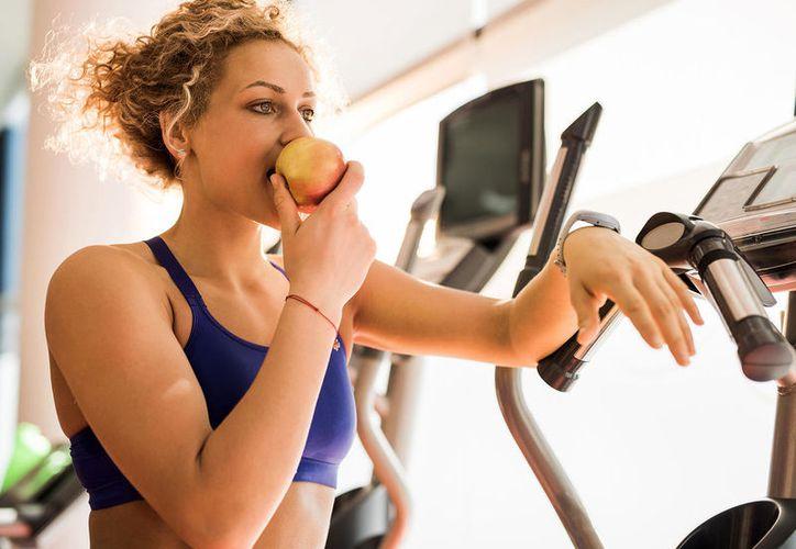 Puedes lograr bajar de peso, comiendo sano y haciendo ejercicio. (Foto: Internet)