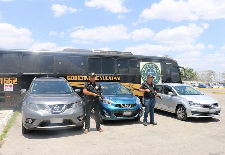 La policía detectó 3 vehículos con documentos falsificados en el tianguis del automóvil, en la Central de Abasto de Mérida. (Cortesía)