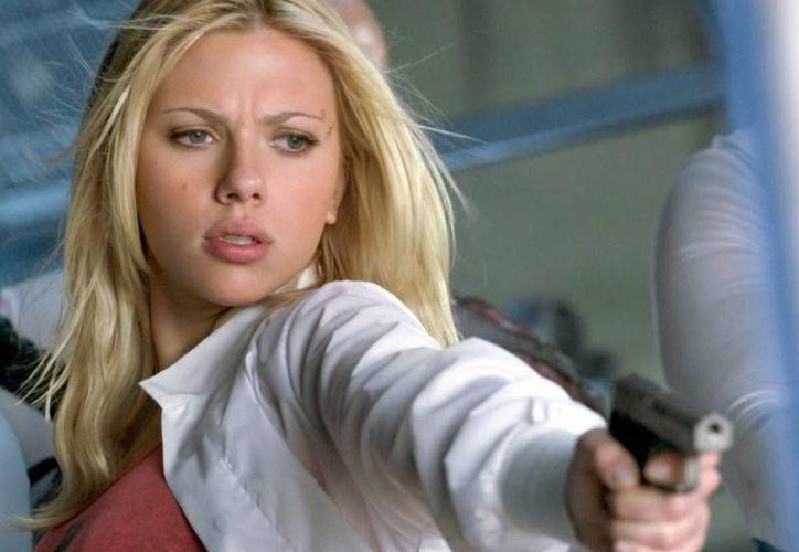 Scarlett Johansson concedió una entrevista a Playboy, a la que dijo que la monogamia no le parece natural. (filmclubes.com)