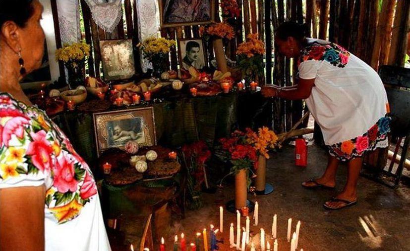 Entre las actividades está el encendido de velas, el tianguis, arreglo de tumbas, ciclo de cine mexicano de terror, entre otras. (Redacción/SIPSE)