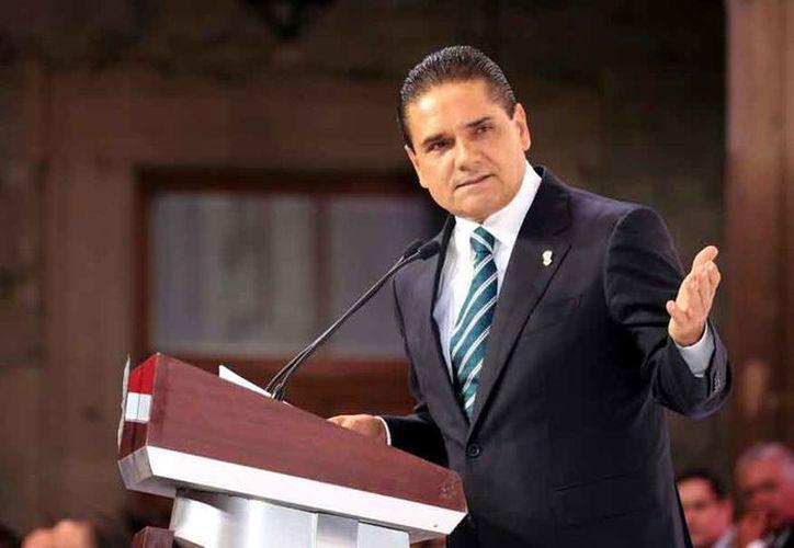 El gobbernador de Michoacán, Silvano Aureoles, propone dar cinco años de cárcel a las mujeres que aborten. (Periódico am)
