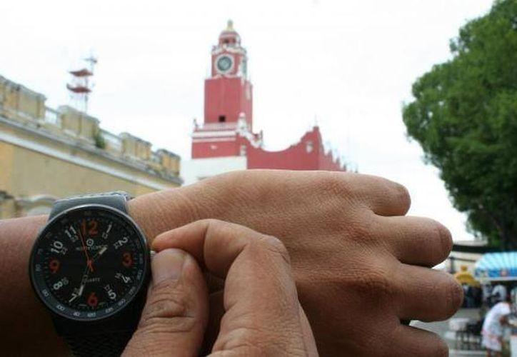 El próximo sábado 18 tendremos que ajustar nuestros relojes antes de ir a dormir. (Milenio Novedades)