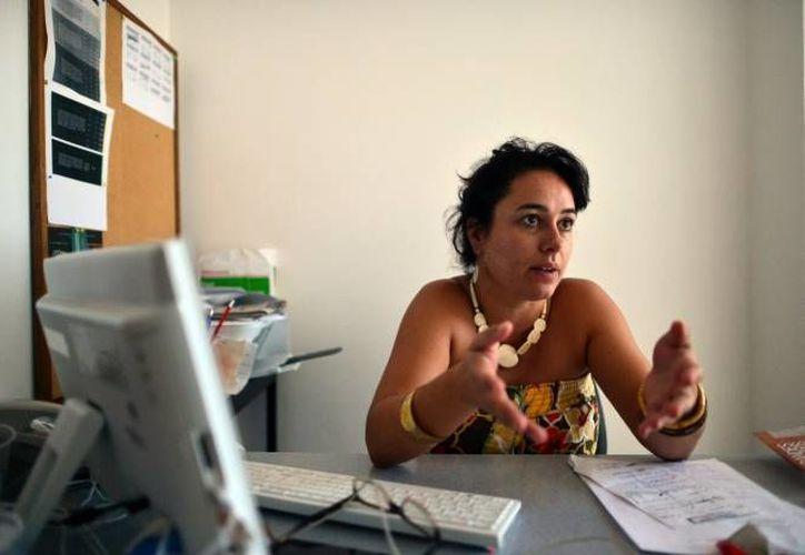 La directora de la institución en Mérida, Marion Lecardonnel fue la encargada de presentar el disco que contiene diferentes fusiones musicales. (Archivo/SIPSE)