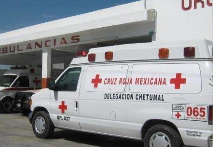 Paramédicos de la Cruz Roja prestaron auxilio al hoy occiso. (Contexto/Internet)