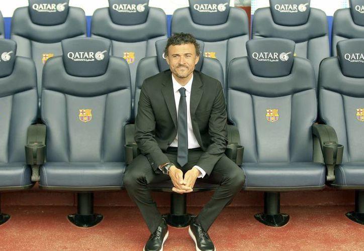 El técnico, Luis Enrique Martínez, en el banquilo de los entrenadores del Camp Nou, durante su presentación hoy como nuevo entrenador del FC. Barcelona. (EFE)