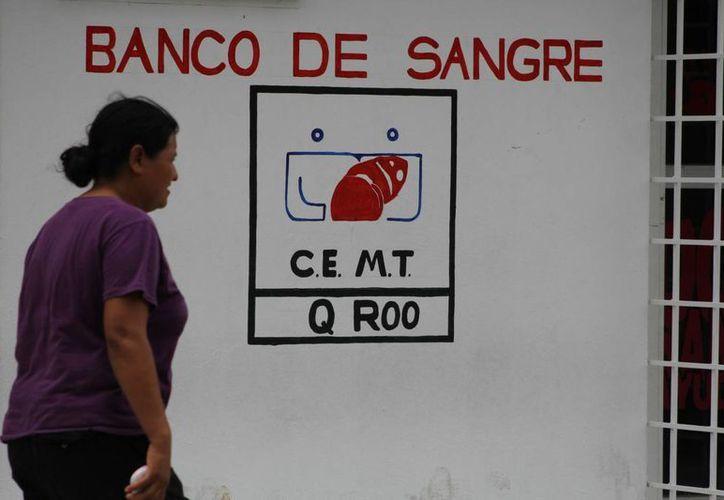 Descubren que familiares de pacientes compran sangre. (Sergio Orozco/SIPSE)