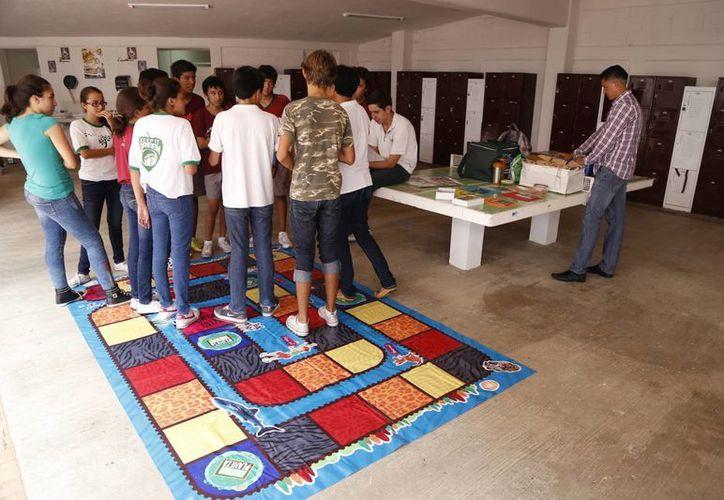 Trabajan con estudiantes sobre la preservación de la riqueza ecológica. (Israel Leal/SIPSE)