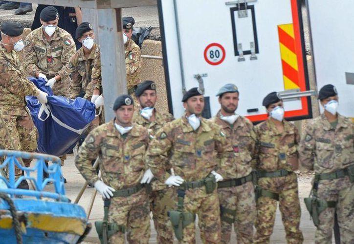 La búsqueda de los cadáveres se suspendió dos días por las malas condiciones climáticas. (EFE)