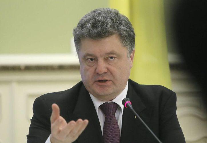 El presidente de Ucrania, Petro Poroshenko, durante una conferencia de prensa en su oficina de la Presidencia de Kiev, el lunes 22 de diciembre de 20145. (AP)