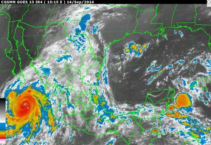 El huracán 'Odile', de categoría 4, tocará tierra en Baja California Sur. (Notimex)