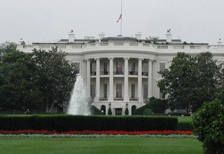 La residencia presidencial se encuentra plagado francotiradores en el tejado. Al parecer, el tiroteo se originó dentro de la Casa Blanca. (Archivo/AP)