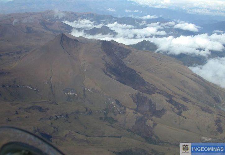 Desde noviembre de 2013 se han registrado 60 mil sismos en la zona donde se levantan los dos volcanes. En la imagen, el volcán Chiles. (sgc.gov.co)