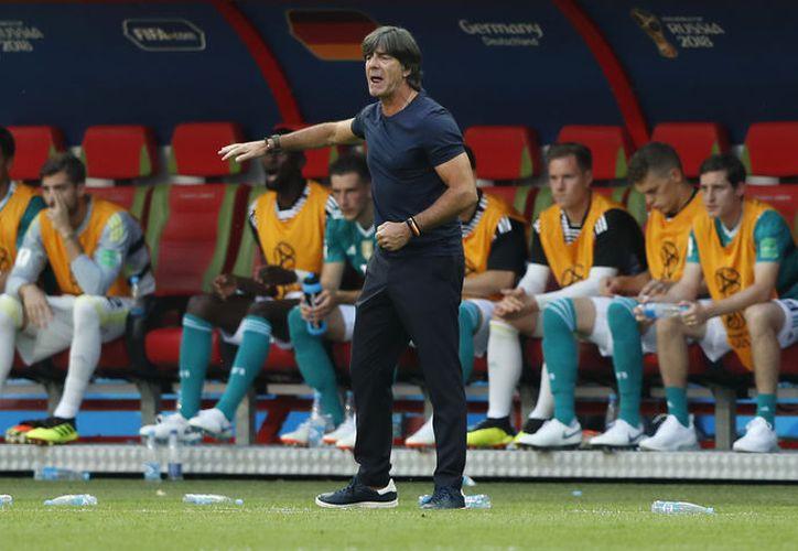 Joachim Löw seguirá al mando de la Selección de Alemania, como lo ha hecho desde hace más de una década (Foto AP)