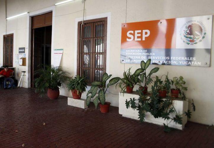 En las oficinas de la Osfae se ofrece información sobre las opciones para titularse. (SIPSE)
