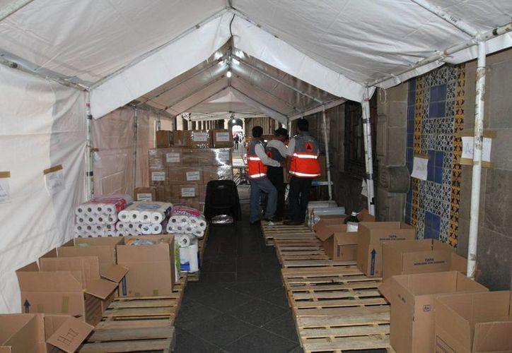 La organización Cáritas de Yucatán instalará desde este lunes un centro de acopio de víveres para afectados por el huracán Patricia. En la foto, un centro de acopio en el DF. (Notimex)