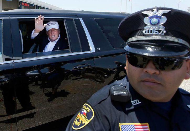 Donald Trump continúa ganando la atención ante la proximidad de las elecciones presidenciales en Estados Unidos. Esta vez, se 'arriesgó' a visitar la zona fronteriza de México y Estados Unidos. (AP)