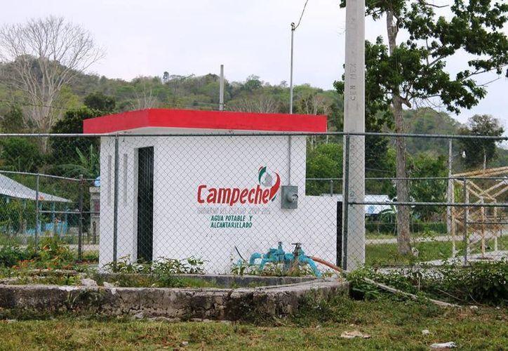 Una estación de bombeo instalada por el gobierno quintanarroense fue rotulada por el de Campeche como si fuera propia. (Javier Ortiz/SIPSE)
