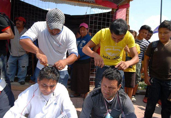 Las tres personas detenidas por las vejaciones a docentes en Chiapas son Vidal Márquez Cruz, Gabriel Márquez González y Arisandy Sánchez Cruz. (vanguardia.com.mx)