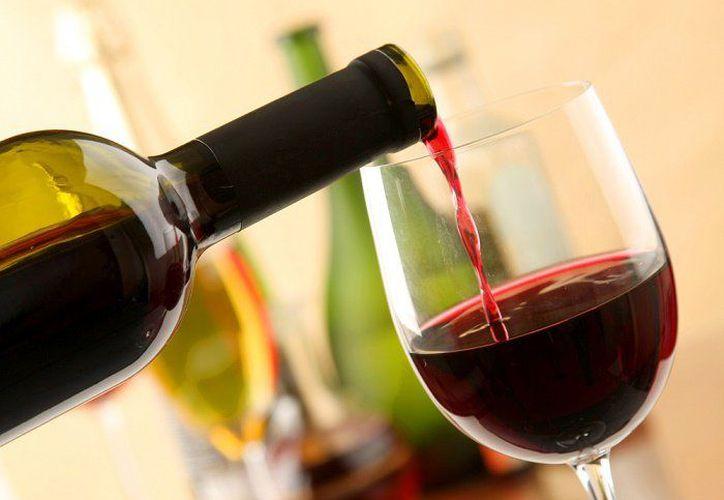 Una copa de vino es la medida, ya que tomar más significa consumir varias calorías. (Foto:Conexto/Internet)