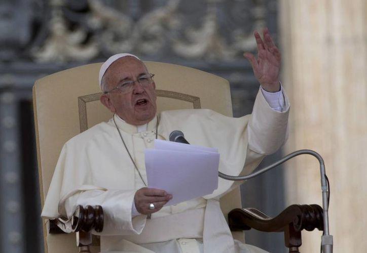 El Papa pidió reforzar la cooperación entre las naciones para mejorar el trabajo en el mundo. (AP)